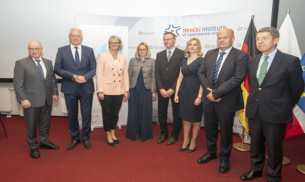 In the picture, from left: Martin Stratmann, President of the Max Planck Society; Jarosław Gowin, Minister of Science and Higher Education, Poland; Anja Karliczek, Federal Minister of Education and Research, Germany; Aleksandra Pekowska, Leader of the Dioscuri Centre for Chromatin Biology and Epigenomics; Grzegorz Sumara, Leader of the Dioscuri Centre for Metabolic Diseases; Agnieszka Dobrzyń, Director of the Nencki Institute; Zbigniew Błocki, Director of the National Science Centre; Joachim Sauer, Chair of the Dioscuri Committee