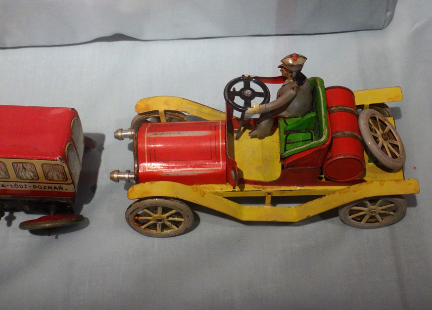 Yellow-red car toy with a figurine of the driver behind the wheel. The car comes from Marek Sosenko collection. Photo by Dorota Zoladz-Strzelczyk.